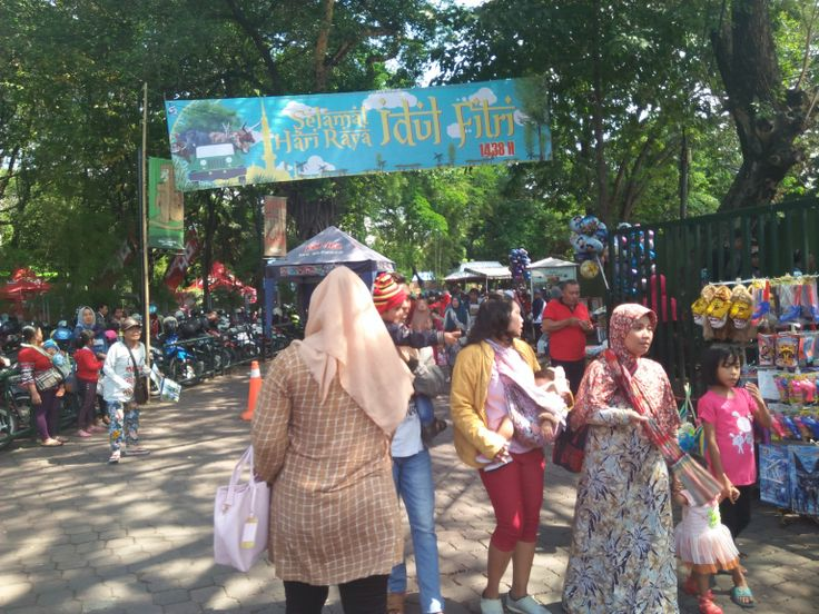 Libur Lebaran, Kebun Binatang Surabaya Dipadati Ribuan Pengunjung