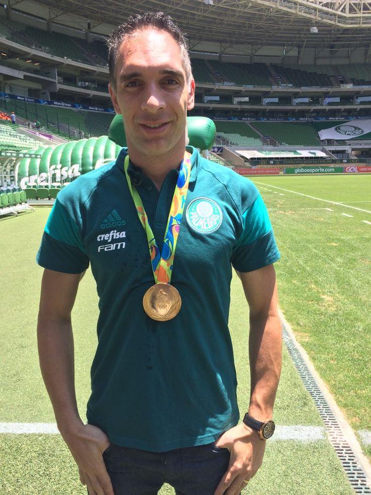 Fernando Prass recebe réplica de medalha de ouro olímpica #globoesporte