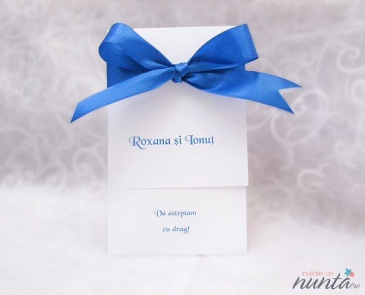 Invitatie de nunta cu fundita satinata albastra Royal Blue.
