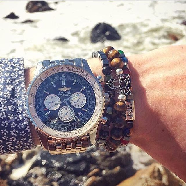 Amazing combo by @jgeraldes ✨ #vint #vintluxury #vintfanpic #fanpic #top #breitling #watch #bracelet #fashion #style #fashionformen #men #menstyle #mensfashion #gentleman #gentlemanstyle #jewelry #amazing #instalike #instafollow #photooftheday #luxury #luxurylifestyle  #lifestyle #luxo #luxe