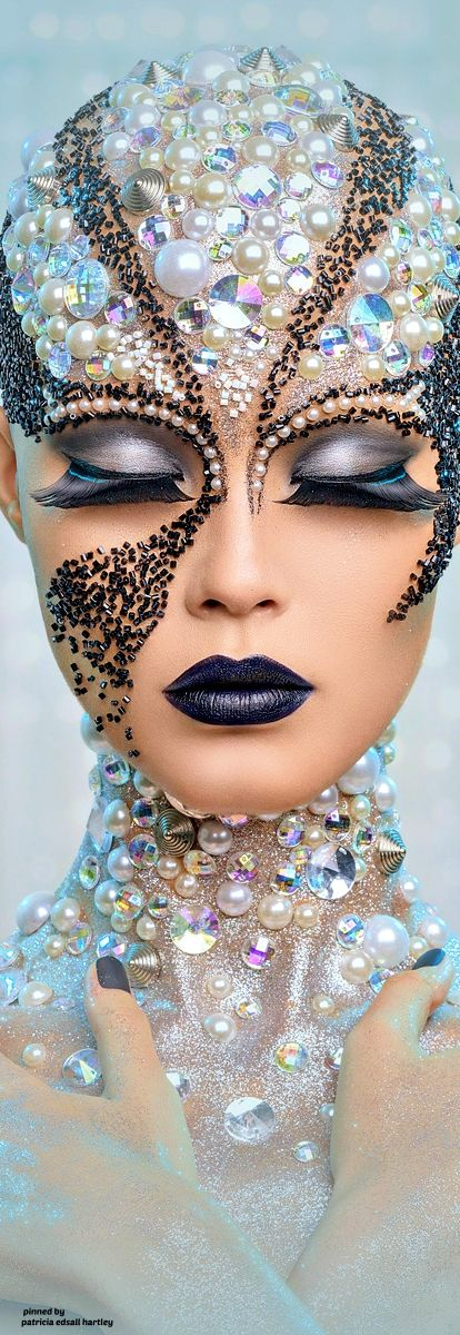 glam, lines and glitter www.makeup-partner.ch (artist unknown)