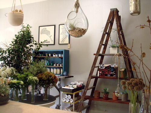omg amazingFloral Shops, Ladders Ideas, Shop Displays, Flower Shops Ideas, Shops Display, Florists Shops, Remember Stallshopsdisplay, Shops Shops Ideas, Repinsoth Flowershop