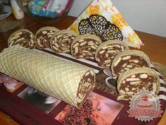 Alap:  2 db nagyobb ostyalap  Krém:   1 kg háztartási keksz 4 dl tej 50 dkg cukor 2 evőkanál kakaópor 20 dkg vaj rum aroma  A keksz...