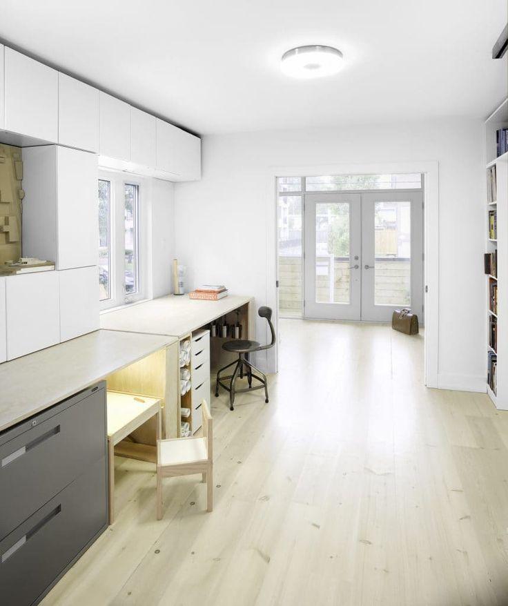 En el día de hoy MundoFachadas les mostrará como aprovechar 130 metros cuadrados con la construcción de una hermosa vivienda de dos pisos y tres dormitorios (con una habitación adicional…