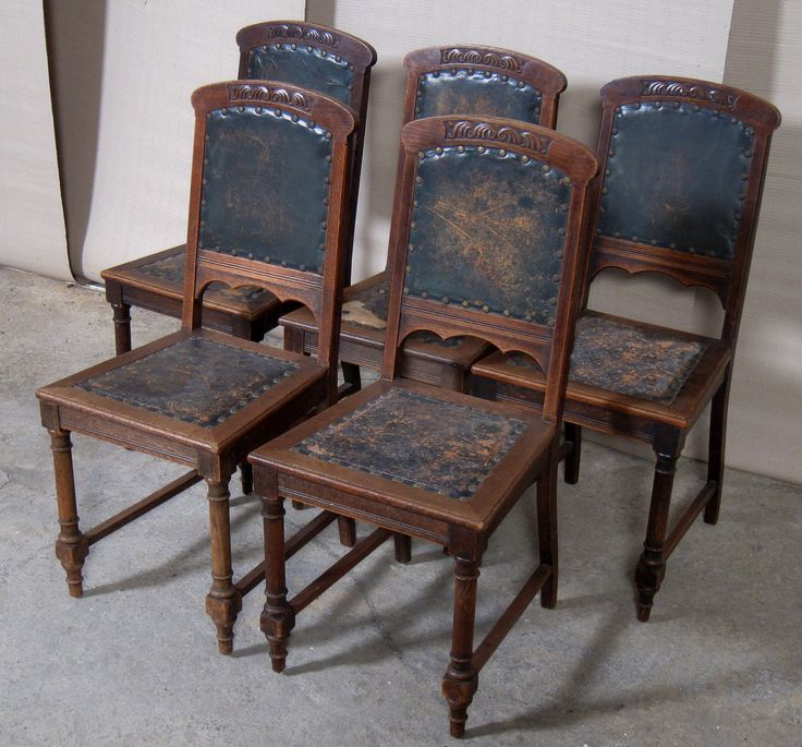 Fünf Jugendstil Stühle  Epoche : Jugendstil Holzart : Eiche Maße : Höhe 99 cm, Sitzhöhe 47 cm, Breit 46 cm, Tiefe 43 cm Kennung : Nr. 261