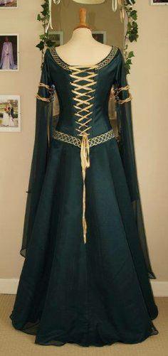 A fancier version of Merida's dress,or maybe Astrid's wedding gown.                                                                                                                                                                                 Más