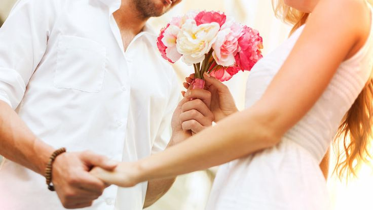 Men Love Flowers too! A Complete Guide to When You Can Surprise Your Man   To express your love for your man, you don't really need to wait for a special occasion. Make a perfectly normal special by surprising him at work with a beautiful floral arrangement.