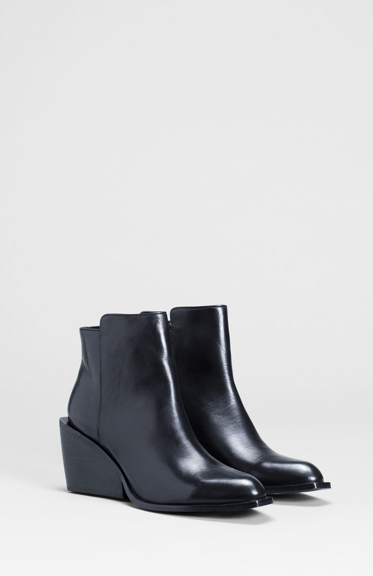 The Loten Boot is a classic style with a modern twist. These ankle boots have been crafted  from supple cow leather with a sheep leather sock. Featuring a square shaped heel which follows through to the pointed toe, these winter boots will make a contemporary addition to any wardrobe. Wear them with tights, dresses and a layered scarf or over our skinny leg jeans.