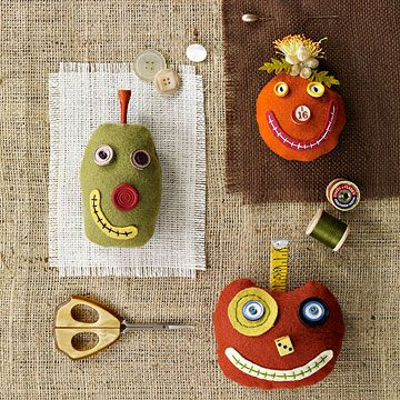 grinning felt jack o'lanterns...idea for next fall. Done by Linda Solovic©Silly Pumpkin, Creative Pumpkin, Pumpkin Crafts, Pin Cushions, Halloween Pumpkins, Pumpkin Pincusion, Grin Pumpkin, Pincusion Crafts, Pumpkin Pincushions