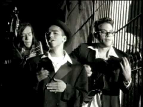 """Primer sencillo de su álbum debut """"Café Tacvba"""" (editado en 1992), y así comenzó este viaje. Califíquenlo y coméntenlo!!!"""