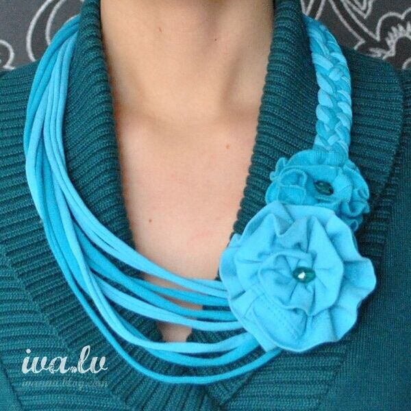 T-shirt necklace, braided and flower