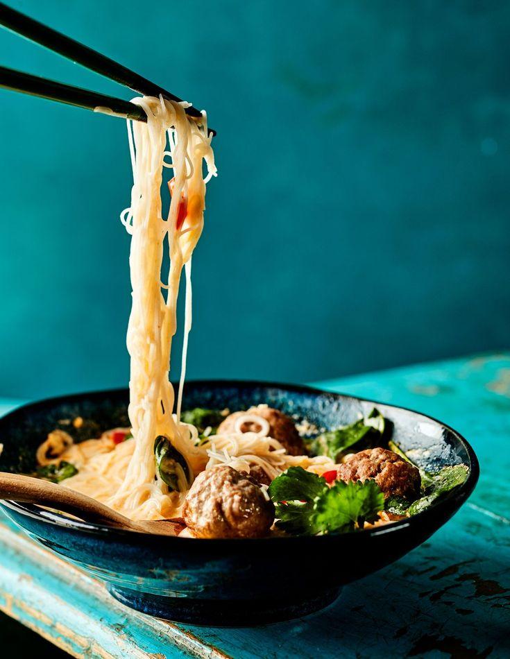 Aasialaisessa pikaruuassa mutkattomuus ei tarkoita mauttomuutta, päinvastoin. Simppeli liemi ja muutamat tarkkaan valitut sattumat riittävät...
