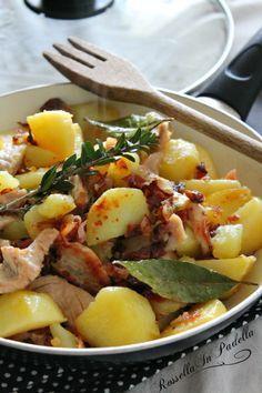 Pollo con patate e pancetta in padella, secondo piatto facile