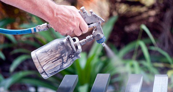 Great Tips for Spray Painting Different Materials ~ How to spray paint Glass, Metal, Plastic, Porcelain and Ceramic, Wood... great to know for all your holiday and celebration crafts and DIY projects!
