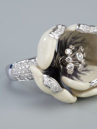 Madame 18kt white gold and diamond tulip ring