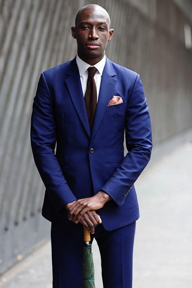 Abito blu quale cravatta in cotone
