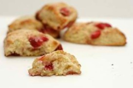 Strawberry Scones anyone!? Fresh berries from your local farmers market would make them all that much better!: Scone Recipes, Sweet, Food Ideas, Fresh Strawberry, Fresh Berries, Breakfast Scones, Creative Recipes, Breakfast Anytime