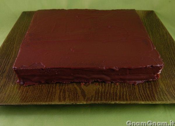 Torta pingui' - La torta pingui' è stata la torta di compleanno per mio fratello che mi chiede sempre dolci con nutella, cioccolato e panna. Esistono molte versioni su internet, le costanti sono l'impasto al cioccolato, la copertura sempre al cioccolato e la farcitur acon panna e nutella. Ho preparato questo dolce utilizzando una cerniera quadrata di [...]