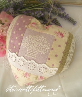 cuore. making a little slot with the lace would be perfect for tucking a place card in for tables