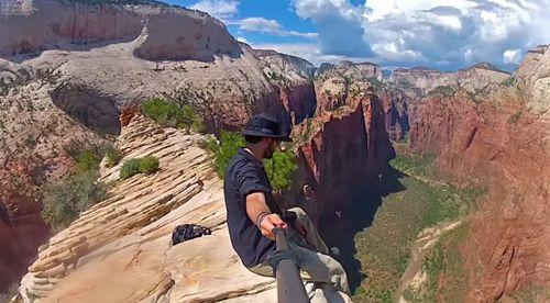 GoProとセルフィースティックで3年間かけて自撮りしながら、世界一周し撮影した動画が素晴らしい。