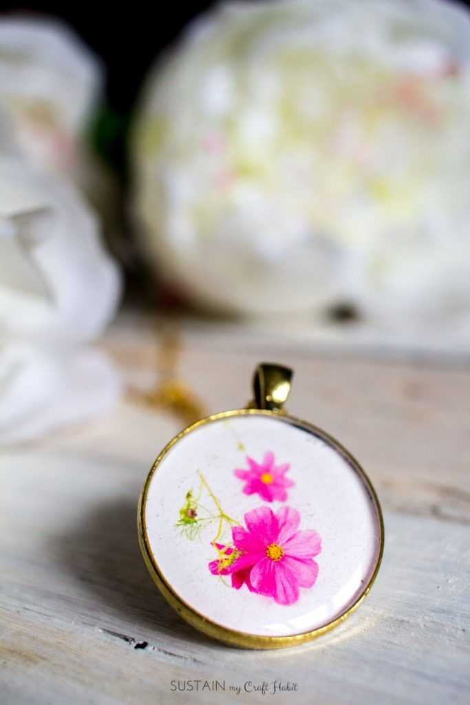 Learn how to make resin jewelry with this step-by-step tutorial. Use it to make one-of-a-kind birth month flower pendants. Great handmade gift idea for her!