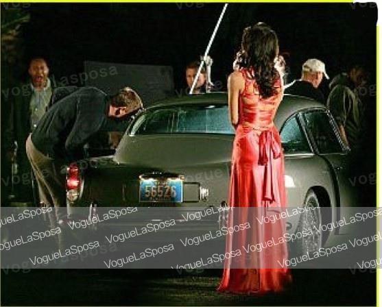 Caterina murino в красном платье в фильме казино рояль