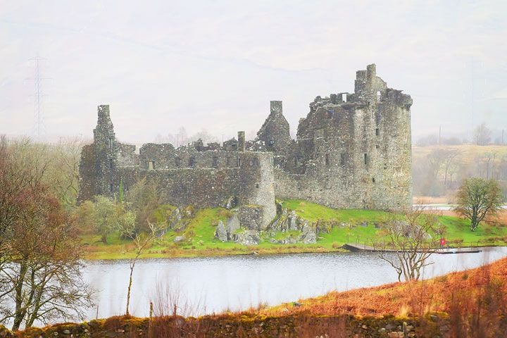 Zámek Kilchurn.  Tipy pro cestování do Skotska.  Co dělat, Pohleď, a jíst.  www.kevinandamanda.com