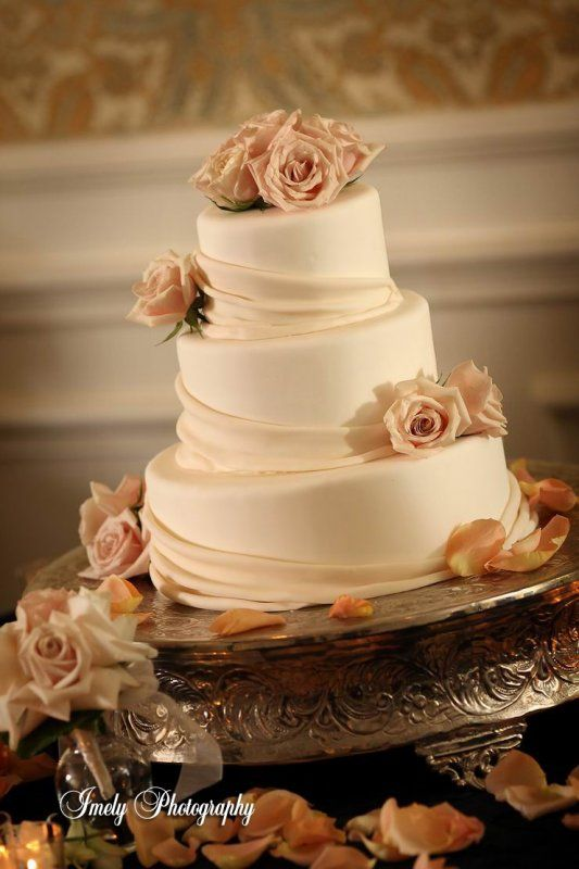 The 25+ best Champagne wedding cakes ideas on Pinterest | Pastel ...