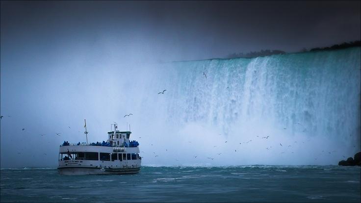 Niagara Falls - Lady of the mist