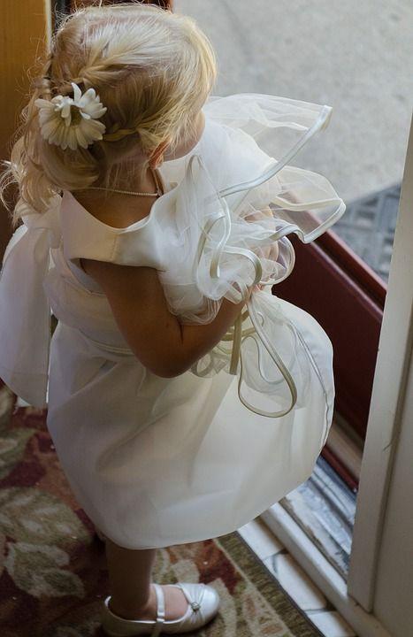 l'ingresso della #Sposa preceduto dalla #damigella per organizzare un #matrimonio che sia la coronazione la Vostra #fiaba di #amore #weddingplanner #milano