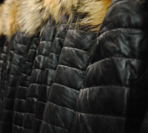Doudounes en cuir noires avec capuche à fourrure amovible | Modèles Brad Daytona 73 | Leather downjacket