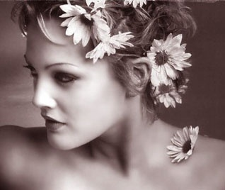 drew barrymore daisies: Childhood Memories, Mid Century, Famous Faces, Beautiful People, Favorite Celebrity, Daisies Pretty Pictures, Drew Barrymore, Century Obsession, Barrymore Daisies Pretty