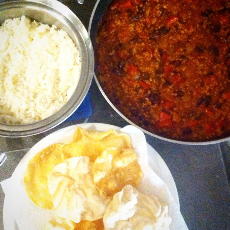 Vegetarian Chilli with fluffy rice and crunchy poppadums