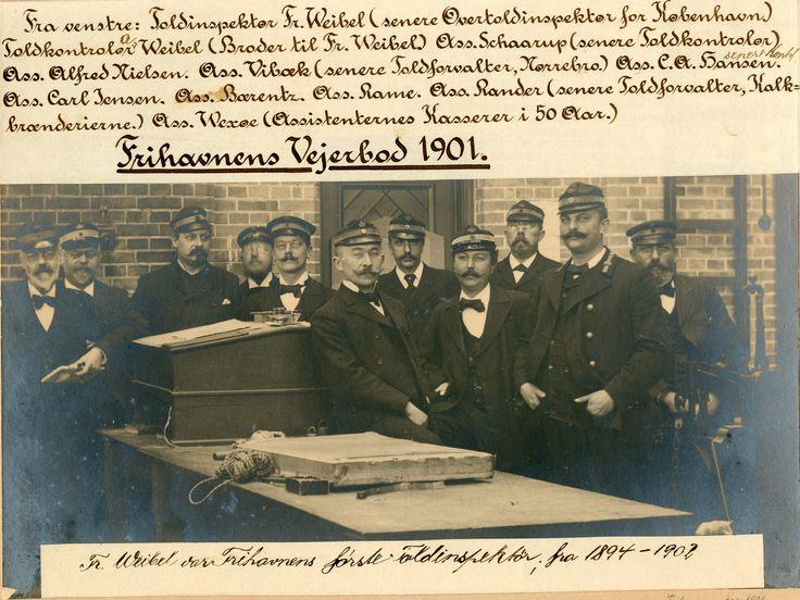 Frihavnens vejerbod 1901 - personalet. I vejerboden blev varer, der skulle ind i landet vejet og fortoldet.
