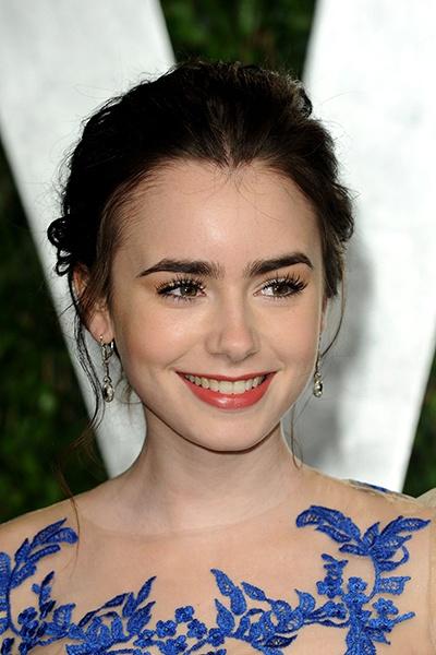 #Tendance beauté: les #sourcils épais de #Lily #Collins.