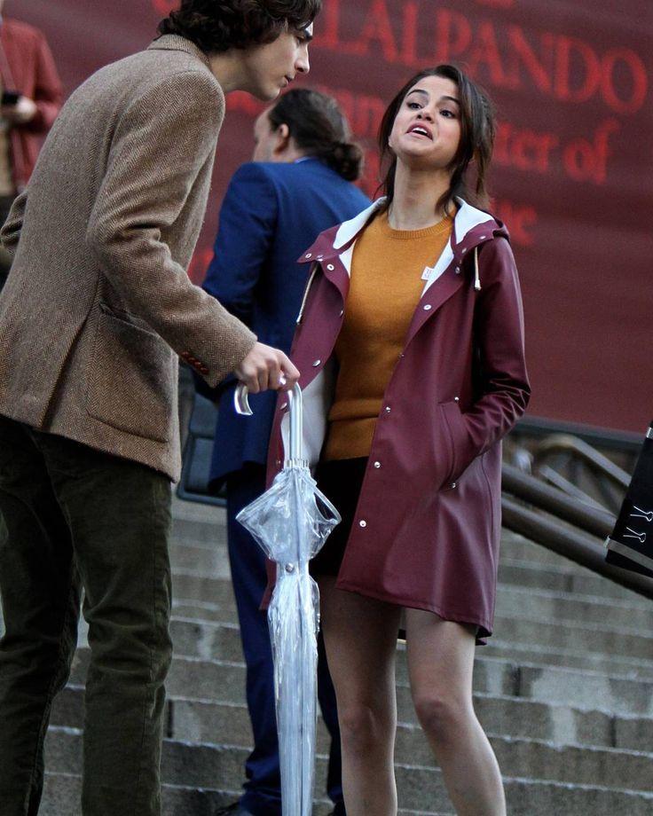 @selenagomez with Timothee Chalamet on the set of her new film in New York [October 4]  #SelenaGomez con Timothee Chalamet en el set de su nueva película en Nueva York [Octubre 4]  #Selena #Selenator #Selenators #Fans