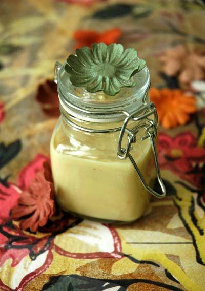 purée d'amande maison, mais à faire aussi en version pistaches, noisettes...