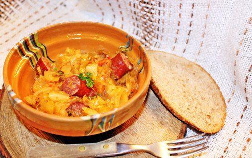 Retete Culinare - Varză murată cu cârnați afumați