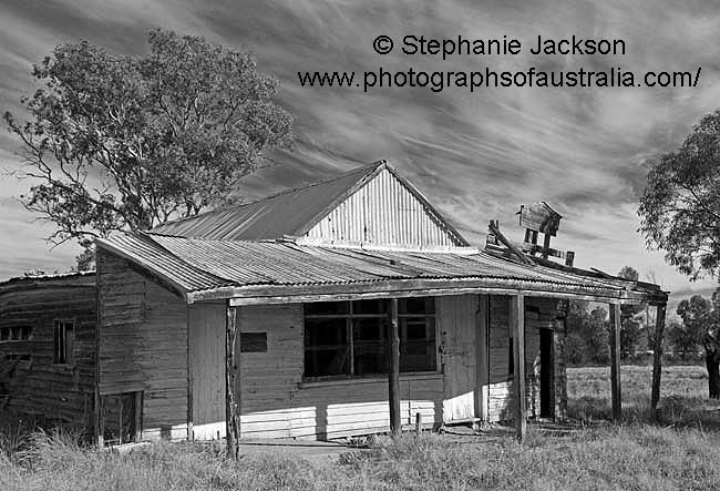 black and white photo of derelict building in the australian outback village of Nymagee, NSW