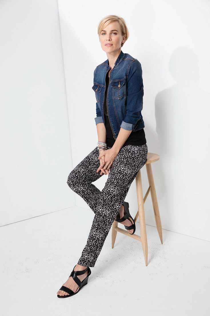 Mix it. Match it. The printed tapered pants paired with a black tank and the ever faithful denim jacket (with a mandarin collar) #momochrome