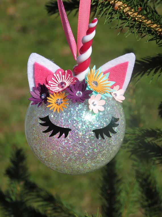 Whats more magical than a Unicorn, Unicorn in the tree for Christmas even more magical! Ball made entirely by hand by me and personalized with name (When ordering, remember to tell me the name you would like on the back of the ball) It is made. -with a plexi 8cm diameter