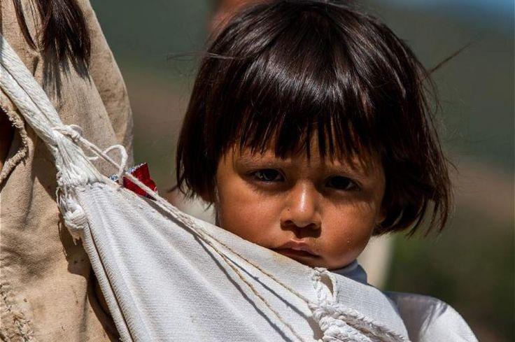 En esta cultura, son las mujeres quienes se dedican al cuidado de los hijos.