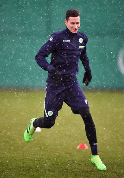 Julian Draxler Photos Photos - Julian Draxler of Wolfsburg warms up during a training session prior to the UEFA Champions League match against Gent at Volkswagen Arena on March 7, 2016 in Wolfsburg, Germany. - VfL Wolfsburg - Training