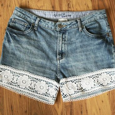 DIY – Lace shorts  I would love to do this so I can get shorts the length I want!  Maybe I'll go to a second hand/thrift store and pick up some jeans!