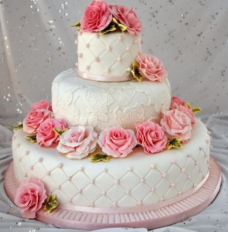 - This is one of my favourite wedding cakes. It has quilting detail and lace. The flowers and ivy is all hand made from petal paste.