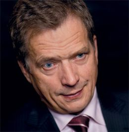Sauli Niinistö on Suomen presidentti. Hän asuu Helsingissä vaimonsa Jenni Haukion kanssa | Sauli Niinistö is the president of Finland. He lives in Helsinki with his wife Jenni Haukio