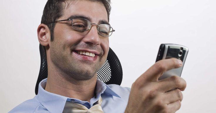 """Como recuperar um SMS de um celular . Os telefones celulares de hoje oferecem aos usuários uma grande variedade de recursos, incluindo a capacidade de enviar mensagens de texto através do """"serviço de mensagens curtas"""" (SMS). Antes das mensagens de texto serem excluídas permanentemente de um dispositivo, elas são temporariamente movidas para a pasta """"Itens Excluídos"""". Recupere ..."""