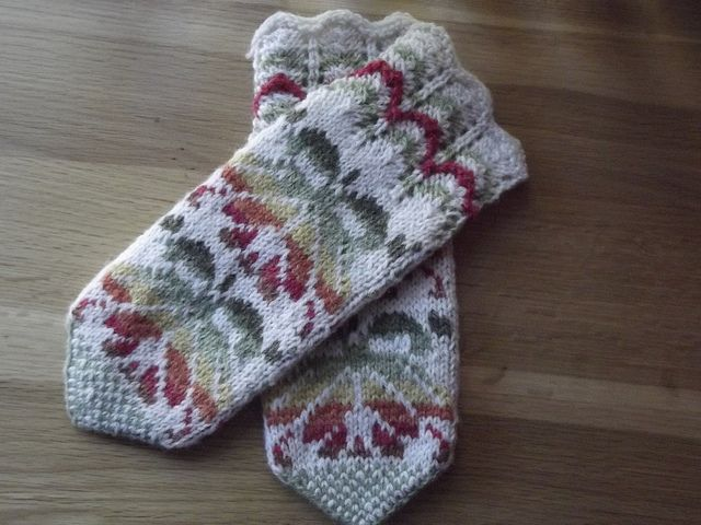 Handknit Estonian mittens by thomasina knits, via Flickr