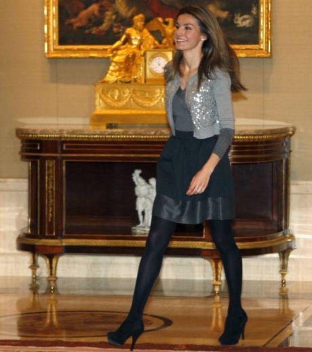 La Princesse Letizia montre ses jambes avec élégance