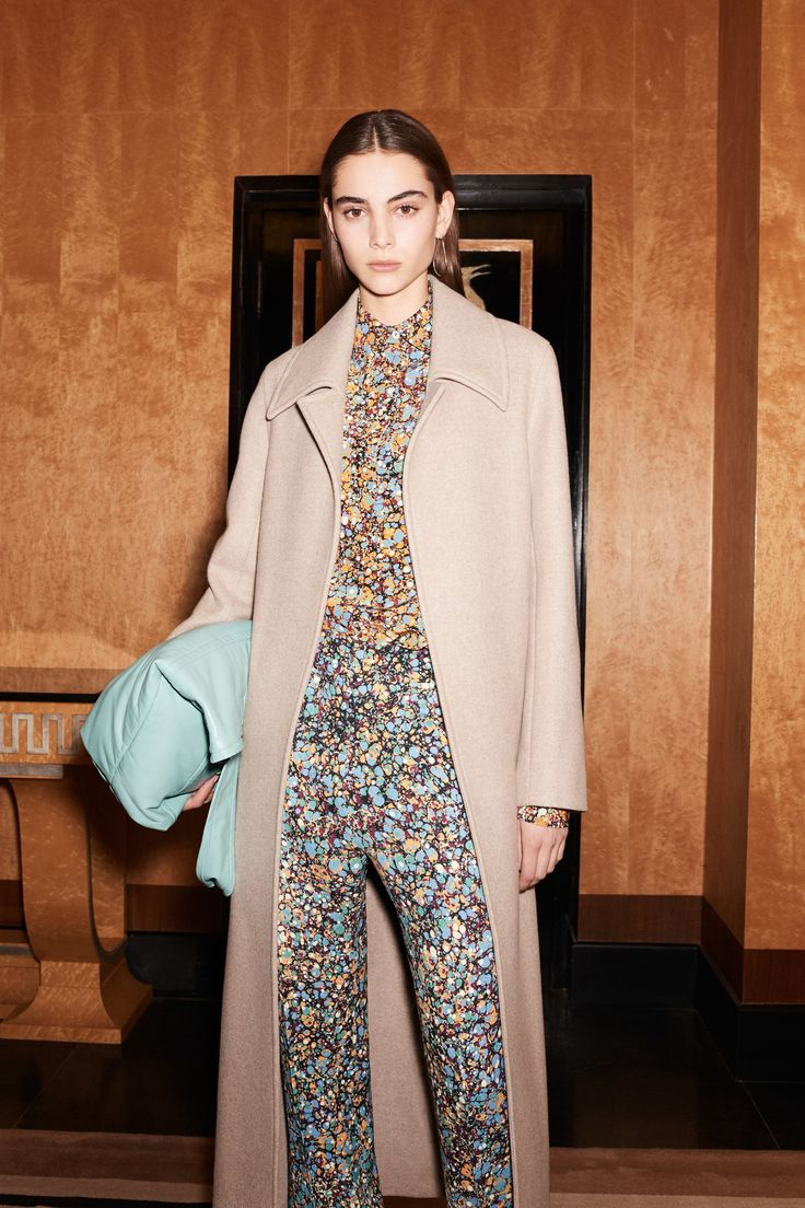 See the complete Victoria Beckham Pre-Fall 2017 collection.